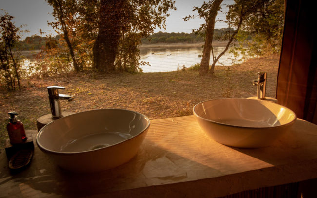 Bathroom views over the Luangwa River